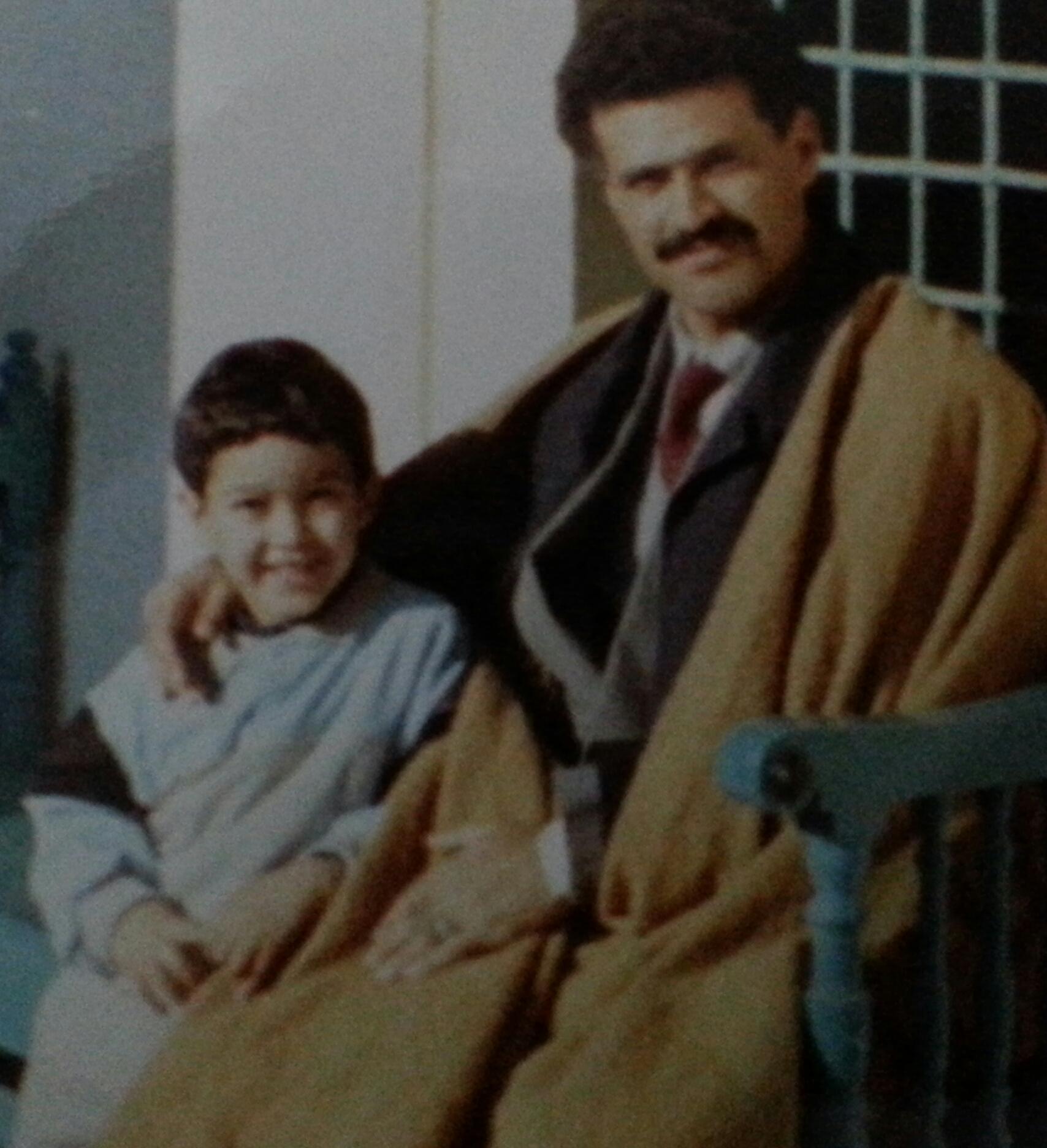 مع ابني زياد في مدينة صفاقس 1991